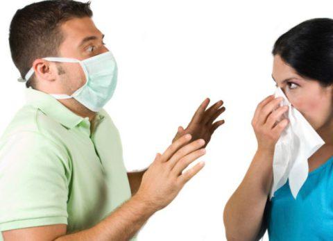 При контакте с больным человеком