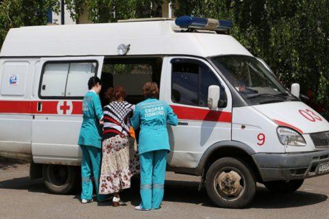 При надобности больного доставляют к клинике на машине скорой помощи, например, из села в районный центр